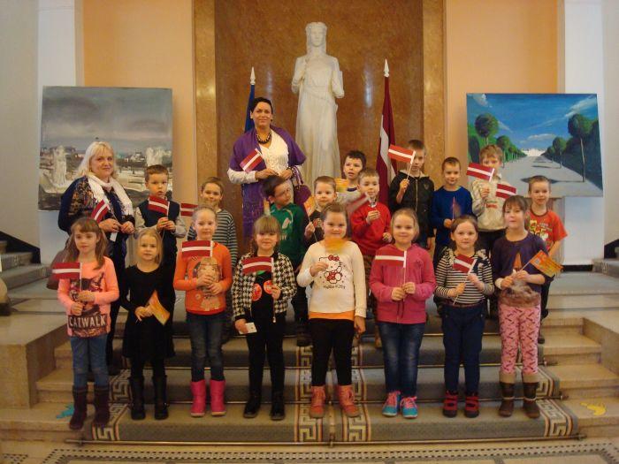 PII Saulīte bērni iepazīst Ministru kabinetu!