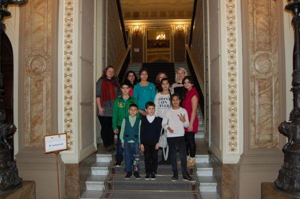 Sabiles un Kandavas romu bērnu un pusaudžu izglītojošā ekskursija LR Saeimā un Ministru kabinēta